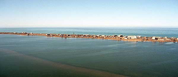 Поселок Уэлен на песчаной косе