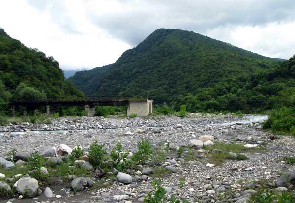 Остатки моста через Восточную Гумисту.