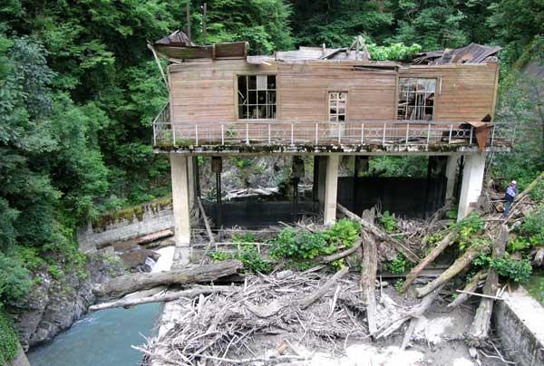 Руины Сухумской ГЭС.