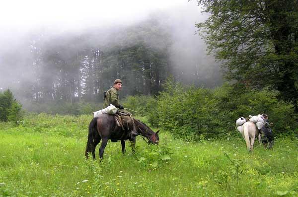 Горцы. В Абхазии охотники – это одновременно и пограничники.