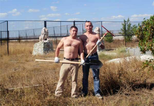 Сергей Леонов и Дмитрий Скляренко за работой